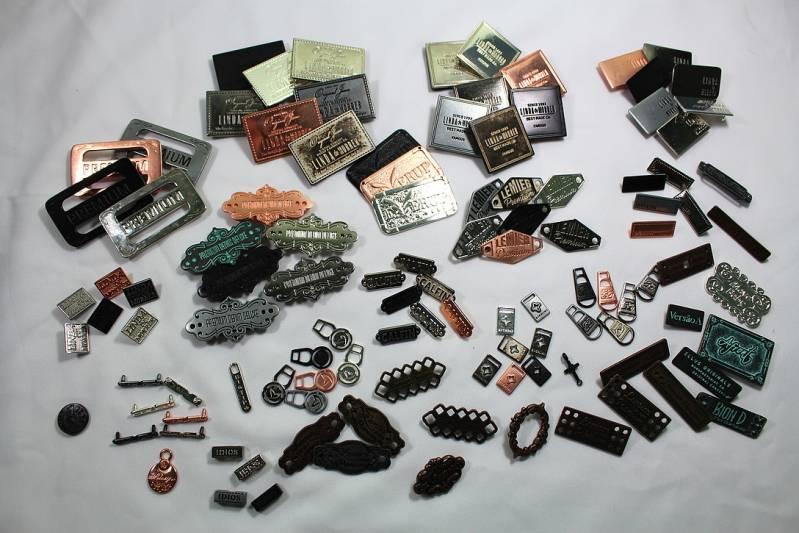 Acessório e Placa em Metal para Bolsas Valor Vila Medeiros - Puxadores e Etiquetas Emborrachadas para Confecção